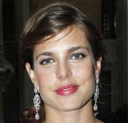 Cartier joaillerie habille Charlotte Casiraghi de bijoux or