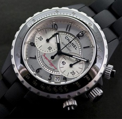 Un mythe Chanel, La montre J12 Superleggera